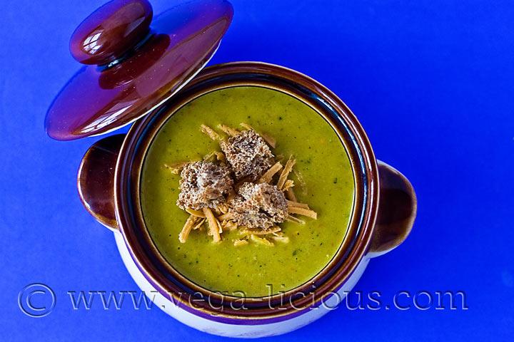 vegan-brocolli-and-cheese-soup