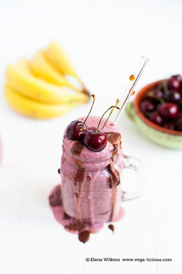 chocolate-cherry-smoothie_012